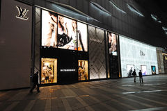 Lv, dior, de Boutique van de Manier Burberry in Chengdu Stock Foto