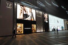 Lv, dior, de Boutique van de Manier Burberry in Chengdu stock foto