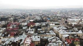 Lviv, Ουκρανία Μεγάλη παλαιά πόλη Στέγες των σπιτιών το χειμώνα φιλμ μικρού μήκους