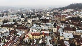 Lviv, Ουκρανία Οι στέγες της παλαιάς πόλης το χειμώνα αρχαία πόλη Ο ιστορικός καθεδρικός ναός απόθεμα βίντεο