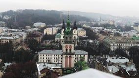 Lviv, Ουκρανία Ο ιστορικός καθεδρικός ναός όμορφη εκκλησία Οι στέγες της παλαιάς πόλης απόθεμα βίντεο