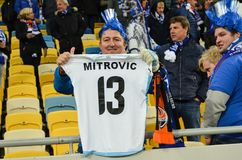 LVIV, ΟΥΚΡΑΝΊΑ - 20 ΟΚΤΩΒΡΊΟΥ: Αποκτημένη ανεμιστήρας μπλούζα Stefan Mitrovic κατά τη διάρκεια του τ Στοκ Φωτογραφία