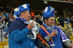 LVIV, ΟΥΚΡΑΝΊΑ - 20 ΟΚΤΩΒΡΊΟΥ: Οι ντυμένοι βελγικοί ανεμιστήρες υποστηρίζουν το Κα ομάδων Στοκ Εικόνα