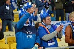 LVIV, ΟΥΚΡΑΝΊΑ - 20 ΟΚΤΩΒΡΊΟΥ: Οι ντυμένοι βελγικοί ανεμιστήρες υποστηρίζουν το Κα ομάδων Στοκ φωτογραφία με δικαίωμα ελεύθερης χρήσης