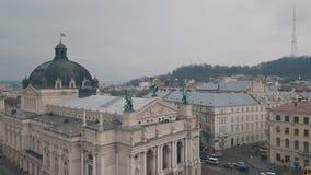 Lviv, Ουκρανία - 17, το Δεκέμβριο του 2019 Εναέρια ευρωπαϊκή πόλη Δημοφιλής όπερα Lviv στοκ φωτογραφία