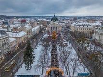 Lviv, Ουκρανία - 25, το Δεκέμβριο του 2018 Πυροβολισμός Arial Όπερα Lvov Χριστουγεννιάτικο δέντρο στοκ φωτογραφίες με δικαίωμα ελεύθερης χρήσης