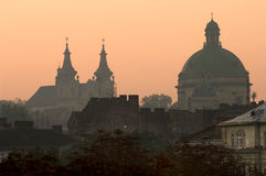 Lviv bij zonsopgang Stock Foto's