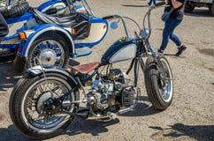 LVIV, DE OEKRAÏNE - APRIL, 2016: Oude manier uitstekende motorfiets Stock Foto