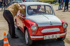 LVIV, DE OEKRAÏNE - APRIL, 2016: Oude manier uitstekende retro auto ZAZ Stock Afbeeldingen