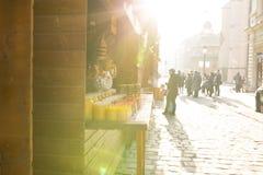 Lviv, de Oekraïne - Januari 1, 2017: Toeristen die op een Nieuwjaar ` s lopen Stock Fotografie