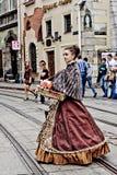 LVIV, DE OEKRAÏNE - JUNI, 29: De vrouw verkoopt lollypop, 29 Juni, 2013 Royalty-vrije Stock Foto