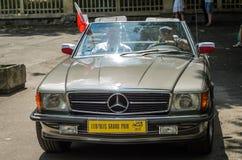 LVIV, DE OEKRAÏNE - JUNI 2018: Oude uitstekende retro Mercedes-autoritten door de straten van de stad Stock Foto's