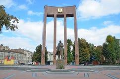 Lviv, de Oekraïne, 15 September, 2013 Het monument aan Stepan Bandera op het vierkant van Kropivnitsky Stock Afbeeldingen