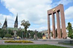 Lviv, de Oekraïne, 15 September, 2013 Het monument aan Stepan Bandera op het vierkant van Kropivnitsky Royalty-vrije Stock Fotografie