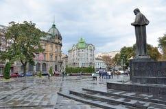Lviv, de Oekraïne, 16 September, 2013 Taras Shevchenko-monument op Liberty Avenue Stock Afbeeldingen