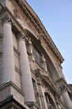 Lviv opera- och balettteater - skulpturer på klassisk fasad Royaltyfria Bilder