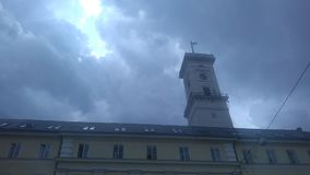 Lviv& x27; s stadhuis stock fotografie