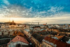 Lviv stadssoluppgång Arkivfoto