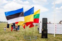 Lviv, Ucrânia - em agosto de 2015: Os campeonatos de FAI European para o espaço modelam 2015 Bandeiras das equipes de participaçã Fotos de Stock