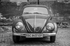LVIV, UCRÂNIA - EM MAIO DE 2017: Carro retro vermelho do vintage velho Foto de Stock