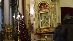 LVIV, UCRÂNIA: Escritório da igreja em St George Cathedral vídeos de arquivo