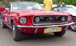 LVIV, UCRÂNIA, O 5 DE MAIO DE 2012: Festival internacional de carros retros em Lviv Fotografia de Stock Royalty Free