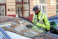 Lviv, Ucrânia 06 11 2018 Patrulha da polícia por bicicletas imagem de stock