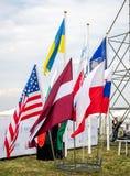 Lviv, Ucrania - agosto de 2015: Los campeonatos de FAI European para el espacio modelan 2015 Banderas de los equipos participante Imágenes de archivo libres de regalías