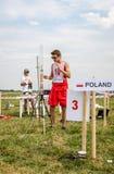 Lviv, Ucrania - agosto de 2015: Los campeonatos de FAI European para el espacio modelan 2015 El atleta Designer del miembro lanza Imágenes de archivo libres de regalías