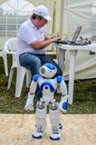 Lviv, Ucrania - agosto de 2015: Los campeonatos de FAI European para el espacio modelan 2015 El robot Noosphe manejado por el ope Fotografía de archivo