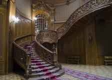 LVIV, UCRANIA: Casa de científicos en Lviv, Ucrania Escalera espiral de madera del vintage Fotografía de archivo
