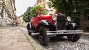 Lviv, Ucrania - 27 de junio de 2017: Años soviéticos del coche 30 xx GAZ-A Fotos de archivo