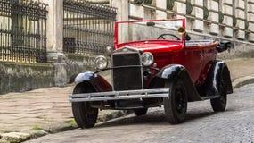 Lviv, Ucrania - 27 de junio de 2017: Años soviéticos del coche 30 xx GAZ-A Fotografía de archivo