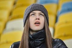 LVIV, UCRANIA - 20 DE OCTUBRE: Fans en el estadio en la acción durante Imágenes de archivo libres de regalías