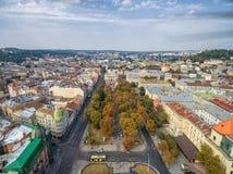 LVIV, UCRANIA - 11 DE SEPTIEMBRE DE 2016: Teatro académico nacional del centro de la ciudad de Lviv y de Lviv de la ópera y del b Imagen de archivo libre de regalías