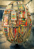 LVIV, UCRANIA, el 2 de mayo de 2014 - huevo de Pascua decorativo hecho de la alfombra Fotos de archivo libres de regalías