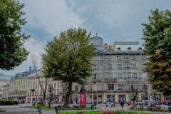 Lviv, Ucrania - julio, 26,2018: Reconstrucción de un edificio viejo foto de archivo