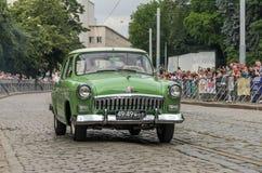 LVIV UKRAINA, CZERWIEC, - 2018: Radzieckiego starego rocznika retro samochód GAZ Volga 21 jedzie przez ulic miasto Fotografia Royalty Free