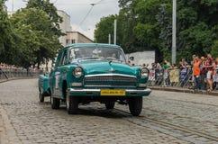 LVIV UKRAINA, CZERWIEC, - 2018: Radzieckiego starego rocznika retro samochód GAZ Volga 21 jedzie przez ulic miasto Obraz Stock