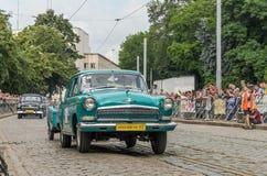 LVIV UKRAINA, CZERWIEC, - 2018: Radzieckiego starego rocznika retro samochód GAZ Volga 21 jedzie przez ulic miasto Zdjęcie Royalty Free