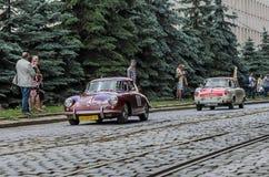 LVIV UKRAINA, CZERWIEC, - 2018: Stary rocznik retro samochodowy Porsche jedzie przez ulic miasto Fotografia Royalty Free