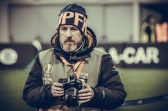 LVIV UKRAINA, Grudzień, - 07, 2017: Hiszpański fotografia korespondent w obraz stock