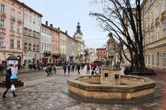 Lviv Ukraina - Januari 24, 2015: Lviv cityscape Sikt av en central fyrkant av Lviv Royaltyfri Fotografi