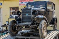 LVIV UKRAINA, KWIECIEŃ, -, 2016: Starego rocznika retro samochód z chrom częściami fotografia royalty free