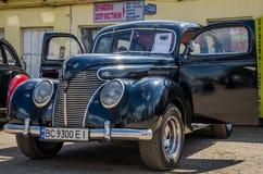 LVIV UKRAINA, KWIECIEŃ, -, 2016: Starego rocznika retro samochód z chrom częściami fotografia stock