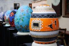 LVIV UKRAINA, Kwiecień, - 04: Duzi sfałszowani Wielkanocni jajka przy festiwalem o Zdjęcie Stock