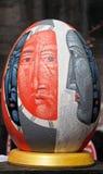 LVIV UKRAINA, Maj, - 02: Duzi sfałszowani Wielkanocni jajka przy festiwalem Obrazy Stock