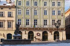 LVIV UKRAINA, Marzec, - 1, 2018 Targowy kwadrat Historyczny centrum miasta Lviv Obraz Stock