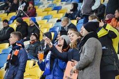 LVIV UKRAINA, OCT, - 20: Fan w stadium robi selfie podczas zdjęcie stock