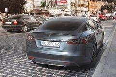 Lviv Ukraina - Oktober 25, 2018: Tesla elbilmodell S royaltyfri bild